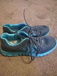 Shoes size 4 girls Granite City, 62040
