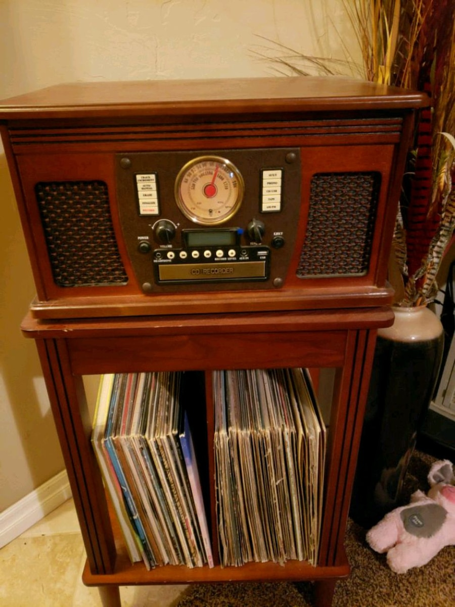 Photo Innovative Tech. Wooden Am/FM, CD, 45 and 33 Record Player, Bluetooth