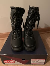 Olang boots size 40 (9 us) woman Montreal, H3B
