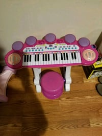 Girls piano with stool, mic,  stand - toys Yonkers