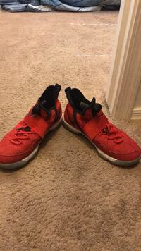 pair of red-and-black Nike running shoes Gilbert, 85295