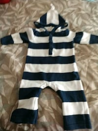 Old Navy 6 to 12 month sweater onesie Mustang, 73064