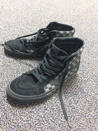 pair of black-and-gray Nike running shoes Surrey, V4N 2L9