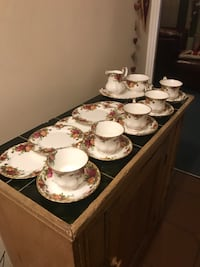 white-and-brown floral ceramic dinnerware set Basildon, SS15 4HB
