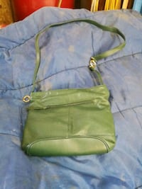women's green leather sling bag Québec, G2G 0C4