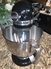 Gently used KitchenAid Mixer 5 qtz - FIRM Price Toronto, M6N 0A7