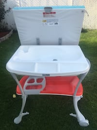 White and pink plastic vanity table Laval, H7P 5C1