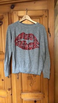 Cute warm kiss sweater