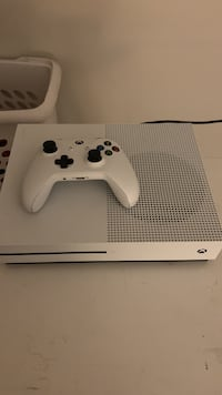 White xbox one s with controller Rockville, 20850