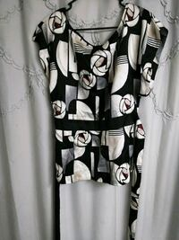 black and white scoop-neck shirt 26 km