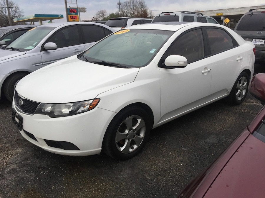 letgo 2010 kia forte ex sedan white in ferris tx. Black Bedroom Furniture Sets. Home Design Ideas