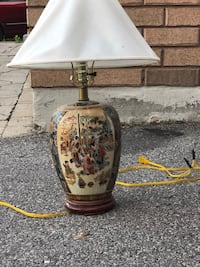 white and brown floral table lamp Ajax, L1Z