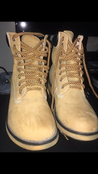 Teen/women's size 8 1/2 boots like new! Corona, 92881