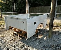 white truck bed and tail gate