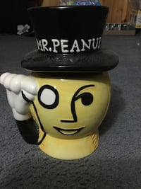Mr. Peanut cookie jar  Welland, L3C
