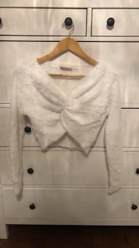 Size M: Cropped Fuzzy Mendocino Sweater Toronto, M9R 2T5