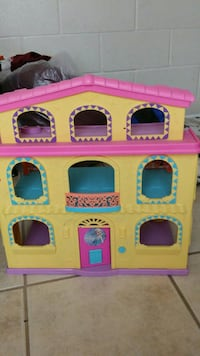 yellow and pink plastic dollhouse