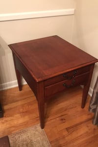 Wood end table with 2 drawers