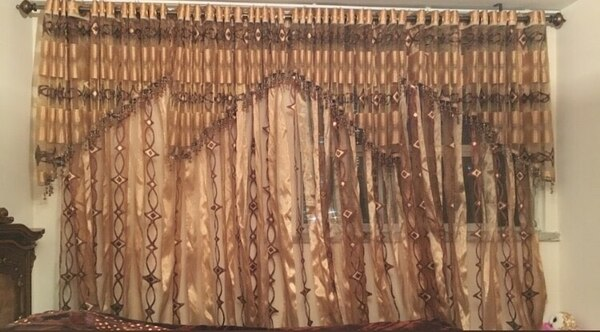 brown and white window curtain