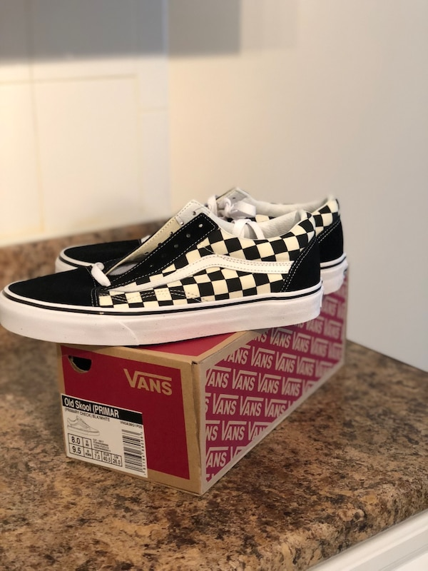 Used pair of black-and-white checkered Vans Old Skul with box for ... 806851e5d