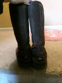 Tall chocolate Uggs size 8 Sanford, 27330