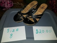 pair of size 8 black-and-brown leather heeled sandals Mankato, 56001