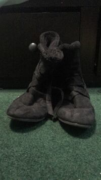 Pair of black sheepskin boots Baltimore, 21220