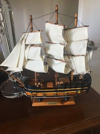 White and brown galleon ship miniature Montréal, H4R