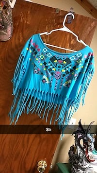 Crop top shirt. Billings, 59101