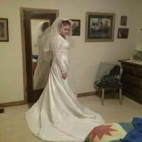 women's white wedding gown Sioux Falls, 57104