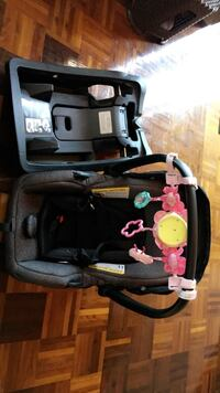 Carseat and holder Pickering, L1W 2T9
