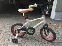 Bicycle with training wheels