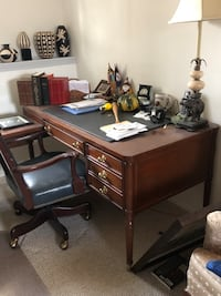 Wood desk and chair   Capitol Heights, 20743