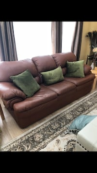 Leather couch  559 km