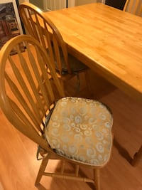 Dinning table with 4 chairs for sale Maple Ridge, V2X 0X9