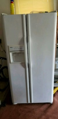 white side-by-side refrigerator with dispenser Indian Head, 20640