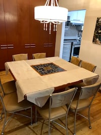 "Square oak table 52"" x 52""  dinning table set custom made, with 8 leather custom chairs, great condition. Montréal, H1E 1Y5"