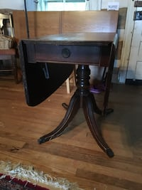 Antique drop leaf table Monrovia, 21770