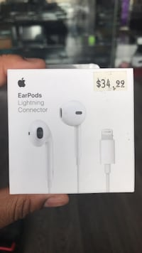 Headphones  - Lightning Connector Toronto, M6M 1S6