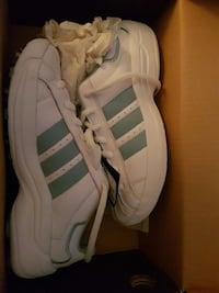 Brand new in box Addidas ladies golf shoes Burlington, L7M 3H2