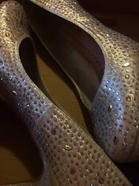 Shiny Heels Size 8 ONLY WORN ONCE 2227 mi