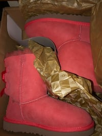 Kids uggs size 2 Silver Spring, 20901