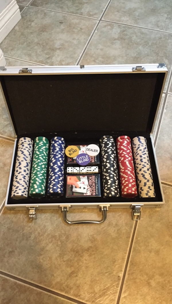 Poker chip set with case