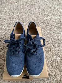 Like New AUTHENTIC UGG SNEAKERS Severn, 21144