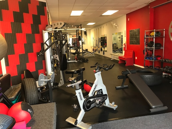 COMMERCIAL GYM SPACE For rent 1BR 1BA