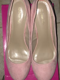 Dream Pairs pair of pink leather pointed-toe heels Tallahassee, 32317