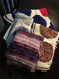 assorted color knit blankets