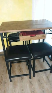 Rustic table with 4 stools Gahanna, 43230