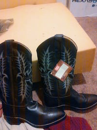 black leather cowboy boots with box Palmdale, 93552