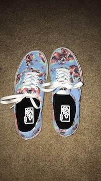 Pair of blue-and-white vans sneakers Lynnwood, 98036
